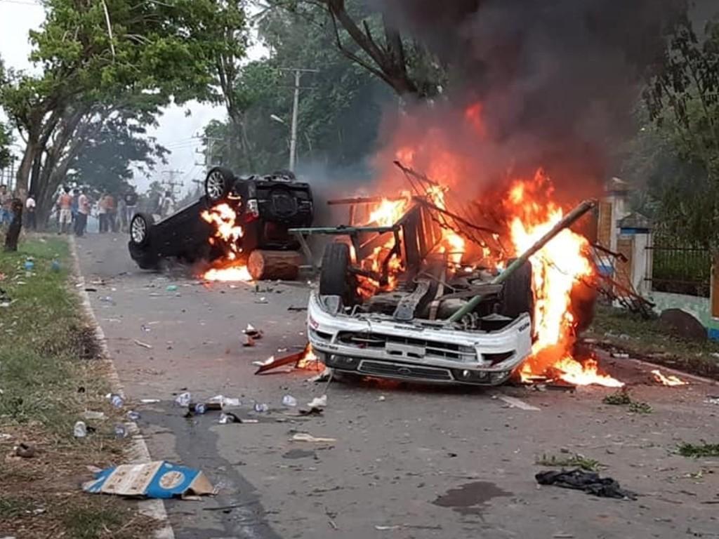 Mobil Dibakar di Madina