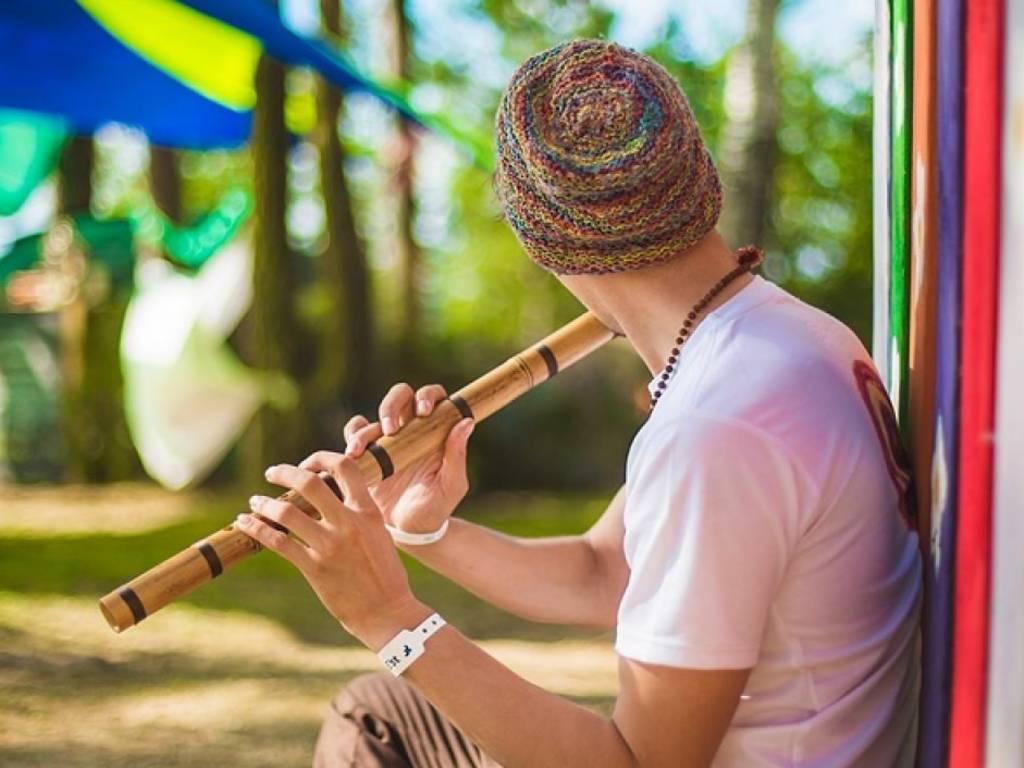 20 Alat Musik Tradisional Indonesia yang Ditiup