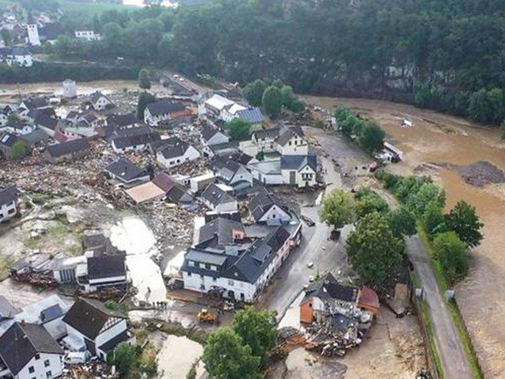 Banyak bangunan rumah rusak penghuni terjebak-U